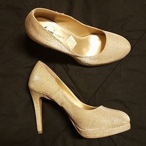 Shimmer sequence heels